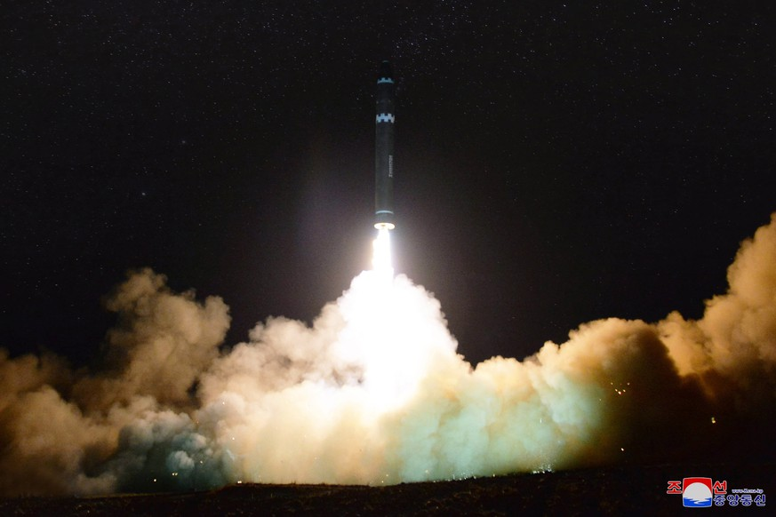 epa06358486 A photo released by the North Korean Central News Agency (KCNA), the state news agency of North Korea, on 30 November 2017 shows the launch of the newly developed inter-continental ballistic missile Hwasong-15 from an undisclosed location in North Korea, 29 November 2017.  EPA/KCNA EDITORIAL USE ONLY  EDITORIAL USE ONLY
