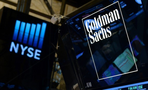 epa08945704 (FILE) - A sign of US bank Goldman Sachs on the floor of the New York Stock Exchange at the start of the trading day in New York, New York, USA, 15 July 2014 (reissued 18 January 2021). The Goldman Sachs Group, Inc. is due to announce its 4th quarter 2020 financial results on 19 January 2021.  EPA/JUSTIN LANE *** Local Caption *** 51481936