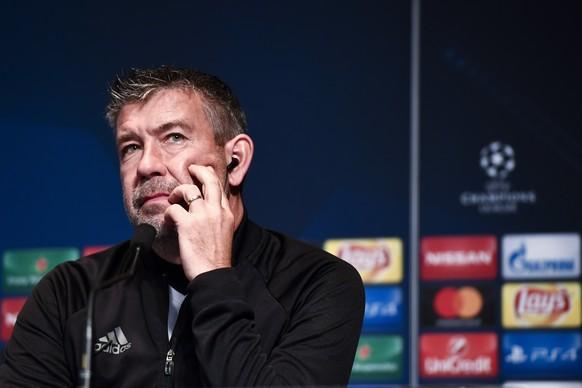 18.10.2016; Paris; Fussball Champions League - PSG Paris - FC Basel; Medienkonferenz FC Basel; Trainer Urs Fischer (Basel) (Urs Lindt/freshfocus)