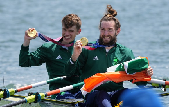epa09375086 Fintan McCarthy (L) and Paul O'Donovan of Ireland pose with their gold medals after winning the Lightweight Men's Double Sculls final during the Rowing events of the Tokyo 2020 Olympic Games at the Sea Forest Waterway in Tokyo, Japan, 29 July 2021.  EPA/KIMIMASA MAYAMA