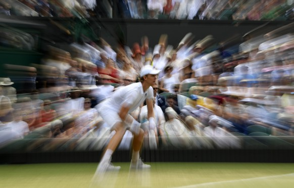 epa06885730 Kevin Anderson of South Africa plays John Isner of the US in their semi final match during the Wimbledon Championships at the All England Lawn Tennis Club, in London, Britain, 13 July 2018  EPA/NEIL HALL EDITORIAL USE ONLY/NO COMMERCIAL SALES