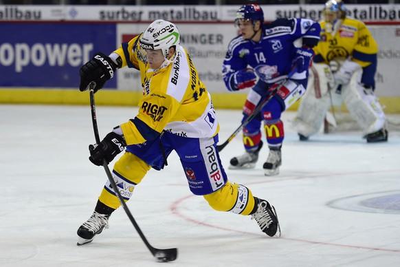 22.11.2014; Kloten; Eishockey NLA - ZSC Lions - HC Davos;Ville Koistinen (Davos) (Andy Mueller/freshfocus)