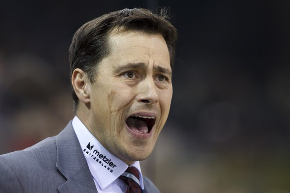 Bern's Head coach Guy Boucher shouts against his players, during the game of National League A (NLA) Swiss Championship between Geneve-Servette HC and SC Bern, at the ice stadium Les Vernets, in Geneva, Switzerland, Saturday, November 1, 2014. (KEYSTONE/Salvatore Di Nolfi)