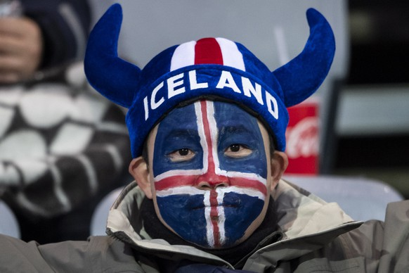 epa07095700 A fan of Iceland during the UEFA Nations League soccer match between Iceland and Switzerland at the Laugardalsvoellur stadium in Reykjavik, Iceland, 15 October 2018.  EPA/ENNIO LEANZA