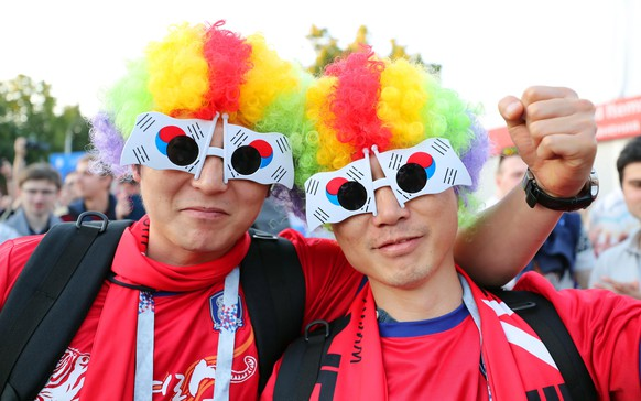 """epa06817442 Members of South Korea's largest national team fan group, the """"Red Devils,"""" cheer at a square in Nizhny Novgorod, Russia, 17 June 2018. South Korea will face Sweden in Nizhny Novgorod in a group F preliminary round soccer match of the FIFA World Cup 2018 on 18 June 2018.  EPA/YONHAP SOUTH KOREA OUT"""