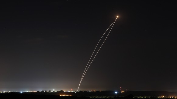 epa07549754 A rocket fired from Gaza is intercepted by an Israeli Iron Dome anti-missile defence system, as seen from Sderot, Israel, 05 May 2019. According to reports, the rockets were fired from Gaza as the Israeli military continues to conduct airstrikes in the Strip.  EPA/ABIR SULTAN