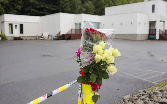 epa07769560 Flowers and police cordon outside Al-Noor Islamic Centre Moque in Barum (Baerum) outside Oslo, Norway, 12 August 2019. A 21-year-old Norwegian man is set to face court on suspicion of killing his 17-year-old stepsister and opening fire at a mosque near Oslo on 10 August 2019.  EPA/Orn E. Borgen  NORWAY OUT