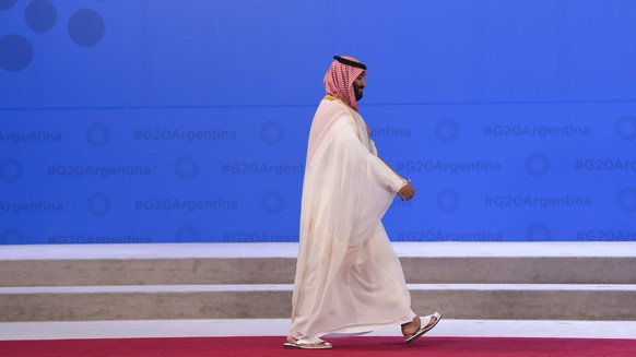 epa07200389 Crown Prince of Saudi Arabia Mohammad Bin Salman Al Saud arrives to be welcomed by the President of Argentina Mauricio Macri at the G20 summit in Buenos Aires, Argentina, 30 November 2018. The Group of Twenty (G20) Summit brings together the heads of State or Government of the 20 largest economies and takes place from 30 November to 01 December 2018.  EPA/LUKAS COCH  AUSTRALIA AND NEW ZEALAND OUT