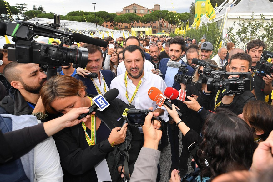 epa07071780 Italian Interior Minister and Deputy Premier Matteo Salvini (C) talks to journalists as he visits a Coldiretti Italian farmers' association event at Circus Maximus in Rome, Italy, 05 October 2018. Matteo Salvini on 05 October blasted European Commission President Jean-Claude Juncker and Economic Affairs Commissioner Pierre Moscovici after they criticised the Italian government's budget plans.  EPA/ETTORE FERRARI