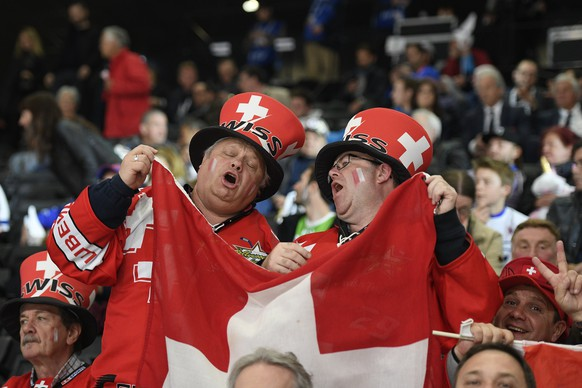 epa05953507 Swiss supporters during their Ice Hockey World Championship group B preliminary round match between Switzerland and France in Paris, France on Tuesday, May 9, 2017.  EPA/HERVE RANCHIN