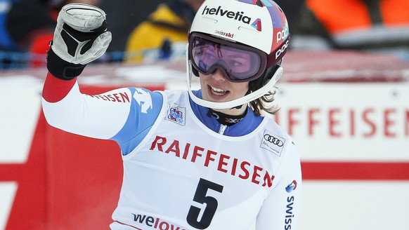 epa06375916 Michelle Gisin of Switzerland reacts in the finish area during the women's Slalom of the Alpine Combined race of the FIS Alpine Skiing World Cup in St. Moritz, Switzerland, 08 December 2017.  EPA/ALEXANDRA WEY