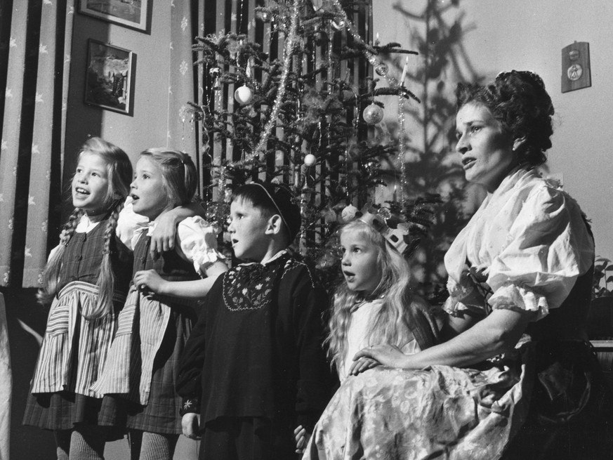 circa 1955:  Swiss family wearing native costume for Christmas.  (Photo by Three Lions/Getty Images)