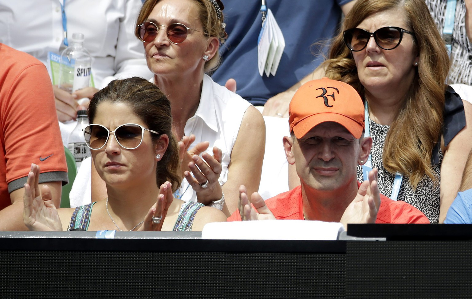 epa05126202 Ivan Ljubicic (R), the coach of Roger Federer of Switzerland and Mirka Federer watch the quarter final match between Roger Federer against Tomas Berdych of Czech Republic at the Australian Open tennis tournament in Melbourne, Australia, 26 January 2016.  EPA/LYNN BO BO
