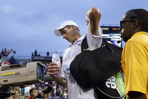 John Isner,of the United States, leaves the court after losing to Philipp Kohlschreiber, of Germany, at the U.S. Open tennis tournament, Saturday, Aug. 30, 2014, in New York. Kohlschreiber won 7-6 (4), 4-6, 7-6 (2), 7-6 (4). (AP Photo/Elise Amendola)