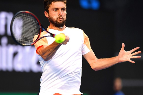 epa05737643 Gilles Simon of France in action against Milos Raonic of Canada during their Men's Singles third round match at the Australian Open Grand Slam tennis tournament in Melbourne, Victoria, Australia, 21 January 2017.  EPA/DEAN LEWINS AUSTRALIA AND NEW ZEALAND OUT