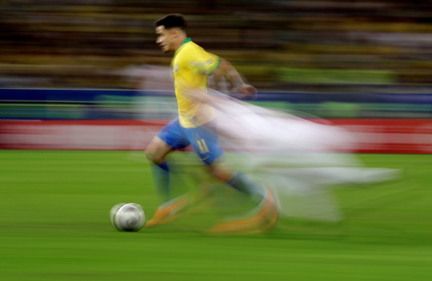epa07702397 A picture taken with panning technique shows Brazilian Philippe Coutinho in action, during the Copa America 2019 final soccer match between Brazil and Peru, at Maracana Stadium in Rio de Janeiro, Brazil, 07 July 2019.  EPA/Fernando Bizerra