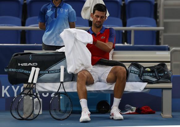 epa09379180 Novak Djokovic of Serbia rests during a break at the Men's Singles Semifinal Tennis events of the Tokyo 2020 Olympic Games at the Ariake Coliseum in? Tokyo, Japan, 30 July 2021.  EPA/RUNGROJ YONGRIT