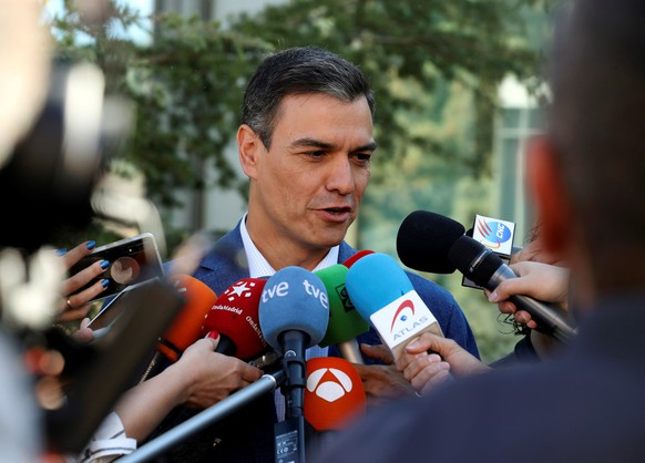 epa07601428 Acting Spanish Prime Minister Pedro Sanchez (C) talks to media as he leaves a polling station in the town of Pozuelo de Alarcon, outside Madrid, Spain, 26 May 2019 as Spain holds local, regional and European Parliament elections. The European Parliament election is held by member countries of the European Union (EU) from 23 to 26 May 2019.  EPA/JJ GUILLEN