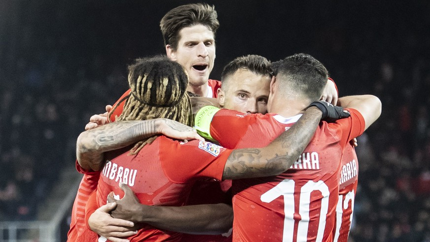 epa07175969 Switzerland celebrate the 5:2 goal of Haris Seferovic, center, during the UEFA Nations League soccer match between Switzerland and Belgium at the swissporarena stadium in Lucerne, Switzerland, on Sunday, November 18, 2018.  EPA/ENNIO LEANZA