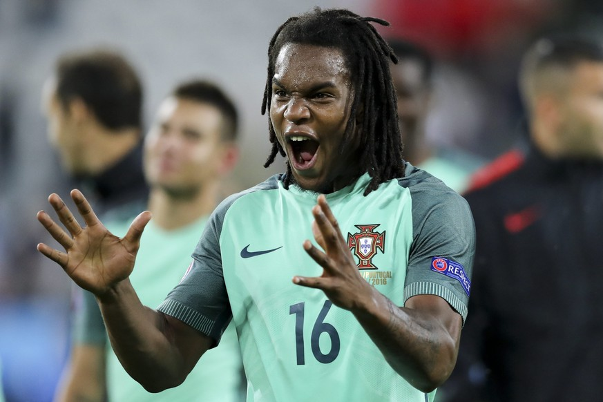 epa05391275 Portugal's Renato Sanches celebrates after winning the UEFA EURO 2016 round of 16 match between Croatia and Portugal at Stade Bollaert-Delelis in Lens Agglomeration, France, 25 June 2016. Portugal won 1-0. 