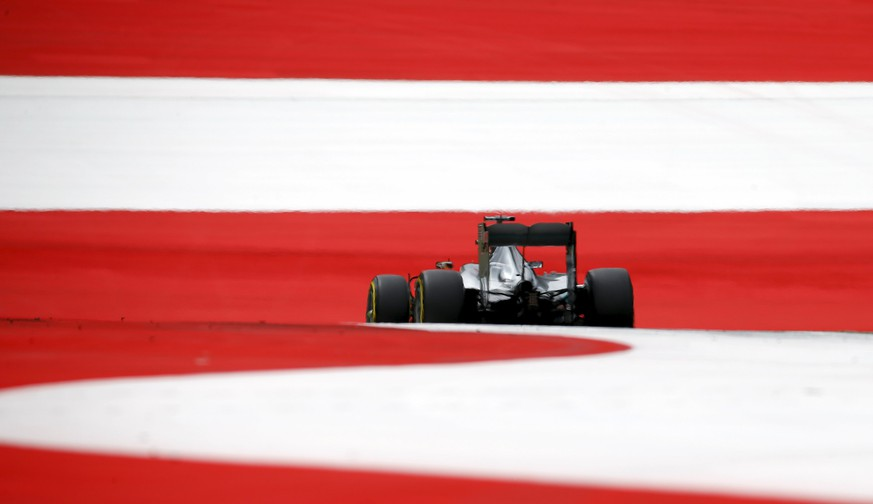 Mercedes Formula One driver Lewis Hamilton of Britain drives his car during third practice session of the Austrian F1 Grand Prix at the Red Bull Ring circuit in Spielberg, Austria, June 20, 2015.  REUTERS/Leonhard Foeger