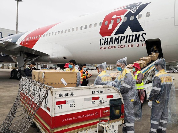 epa08338931 A handout photo made available by the New England Patriots' team shows workers loading more than one million N95 masks into the New England Patriots team plane in Shenzhnen, China, 02 April 2020. According to media reports, quaratine rules were lifted for the crew on the condition they remain on the plane and the plane only stayed for a few hours during the loading before heading back to Boston, Massachusetts, USA where it will land later in the day on 02 April 2020.  EPA/NEW ENGLAND PATRIOTS HANDOUT  HANDOUT EDITORIAL USE ONLY/NO SALES