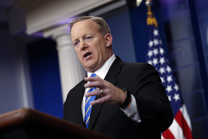 epa05747422 White House Press Secretary Sean Spicer responds to a question from the news media during a press conference in the Brady Press Briefing Room of the White House in Washington, DC, USA, 24 January 2017. US President Trump held meetings with Senate Majority Leader McConnell, another one with the full Senate leadership, and one with several automotive companies CEOs.  EPA/SHAWN THEW