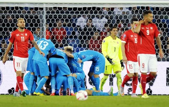 05.09.2015; Basel; Fussball EM 2016 Qualifikation - Schweiz - Slowenien; Slovenian players celebrate after scoring 0:2; (Steffen Schmidt/freshfocus)