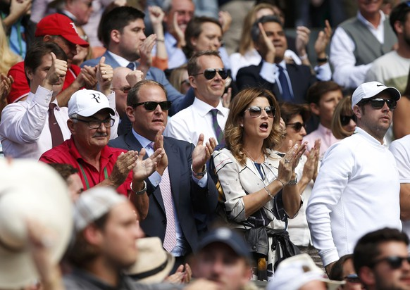 Britain Tennis - Wimbledon - All England Lawn Tennis & Croquet Club, Wimbledon, England - 6/7/16 Switzerland's Roger Federer's wife Mirka and father Robert celebrate as he wins the fourth set in his match against Croatia's Marin Cilic REUTERS/Paul Childs