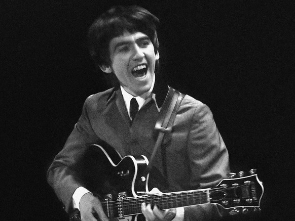 ZUM 75. GEBURTSTAG VON GEORGE HARRISON AM 25. FEBRUAR 2018, STELLEN WIR IHNEN FOLGENDES BILDMATERIAL ZUR VERFUEGUNG – This Feb. 11, 1964 image provided by the David Anthony Fine Art gallery in Taos, N.M., shows a photograph of George Harrison taken by photographer Mike Mitchell during the Beatles first live U.S. concert at the Washington Coliseum. Mitchell's portraits of the Beatles are the centerpiece of a monthlong photography exhibition at the gallery. This marks the first time the images have been shown since their unveiling in 2011 at a Christie's auction in New York City. (AP Photo/David Anthony Fine Art, Mike Mitchell)