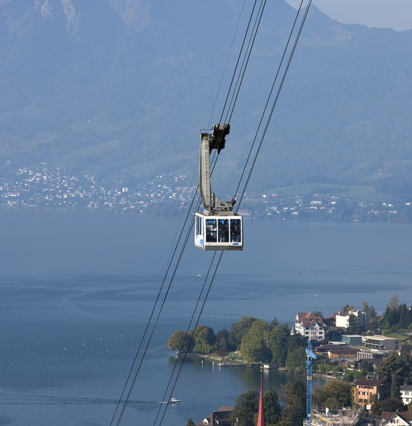 A gondola of Weggis - Rigi Kaltbad aerial cableway, pictured on October 3, 2010 near Weggis in the canton of Lucerne, Switzerland. (KEYSTONE/Alessandro Della Bella)Eine Gondel der Luftseilbahn Weggis - Rigi Kaltbad, aufgenommen am 3. Oktober 2010 bei Weggis im Kanton Luzern. (KEYSTONE/Alessandro Della Bella)