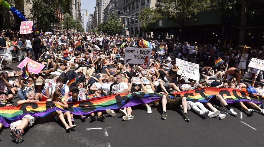 epa05393601 Marchers with a group called 'Gays Against Guns' participate in a lie-in during the 46th annual New York City Gay Pride Parade in New York, New York, USA, 26 June 2016.  Large crowds lined New York's Fifth Avenue and the streets of Greenwich Village for the annual event, which is expected to feature a record 32,000 marchers and 400 groups.  EPA/PORTER BINKS