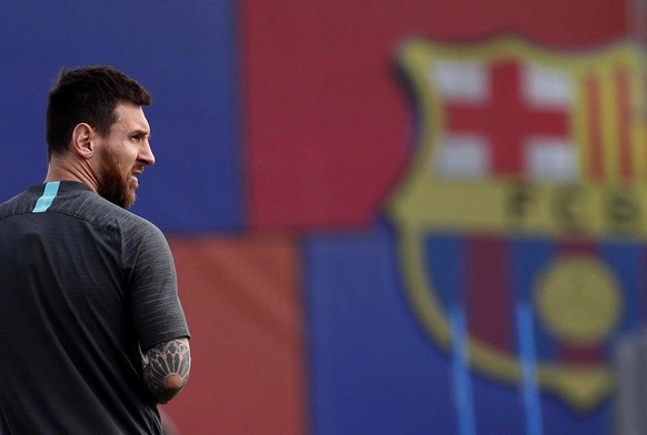 epa07846641 FC Barcelona's Argentine forward Lionel Messi takes part in a training session at the team's Joam Gamper sports city in Barcelona, Spain, 16 September 2019. FC Barcelona will face Borussia Dortmund in a UEFA Champions League's group stage soccer match on 17 September.  EPA/Alejandro García