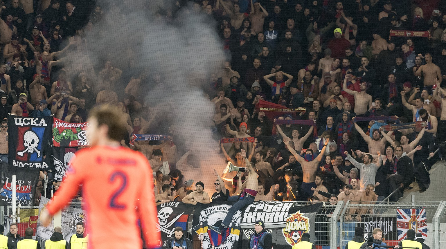 Moscow's fans cheer after the UEFA Champions League Group stage Group A matchday 4 soccer match between Switzerland's FC Basel 1893 and Russia's CSKA Moskva in the St. Jakob-Park stadium in Basel, Switzerland, on Tuesday, October 31, 2017. (KEYSTONE/Georgios Kefalas)
