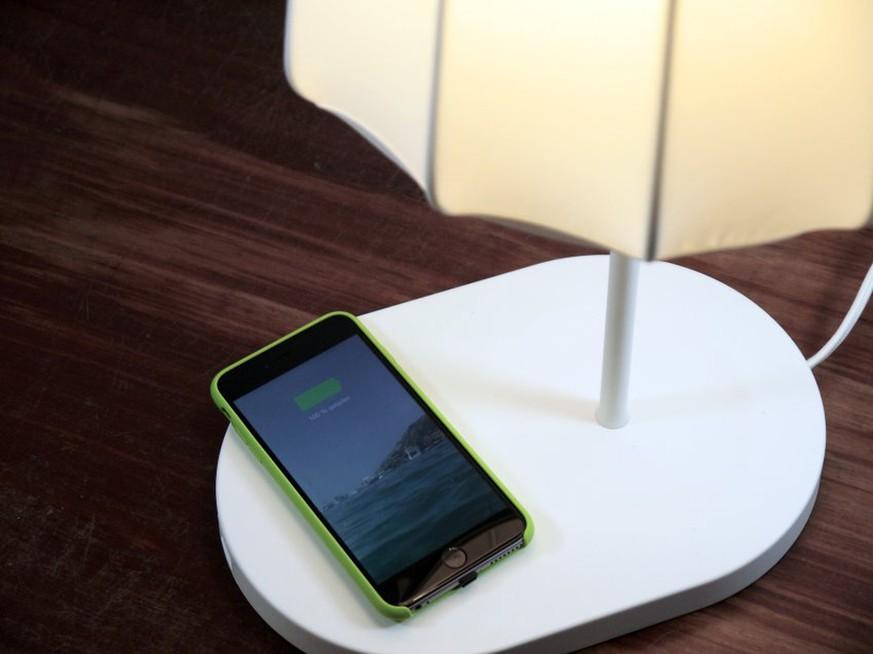 ikea verkauft jetzt m bel die das handy laden ganz ohne kabel das taugt das kabellose laden. Black Bedroom Furniture Sets. Home Design Ideas