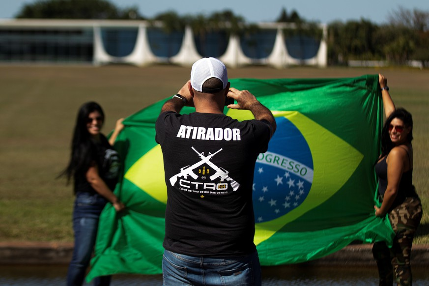 epa08537254 Supporters of Brazilian President Jair Bolsonaro, take a photo in front of the Alvorada Palace in Brasilia, Brazil 09 July 2020. Bolsonaro is working from his official residence in Brasilia from this Wednesday, where he plans to serve two weeks of quarantine after testing positive for COVID-19.  EPA/Joédson Alves