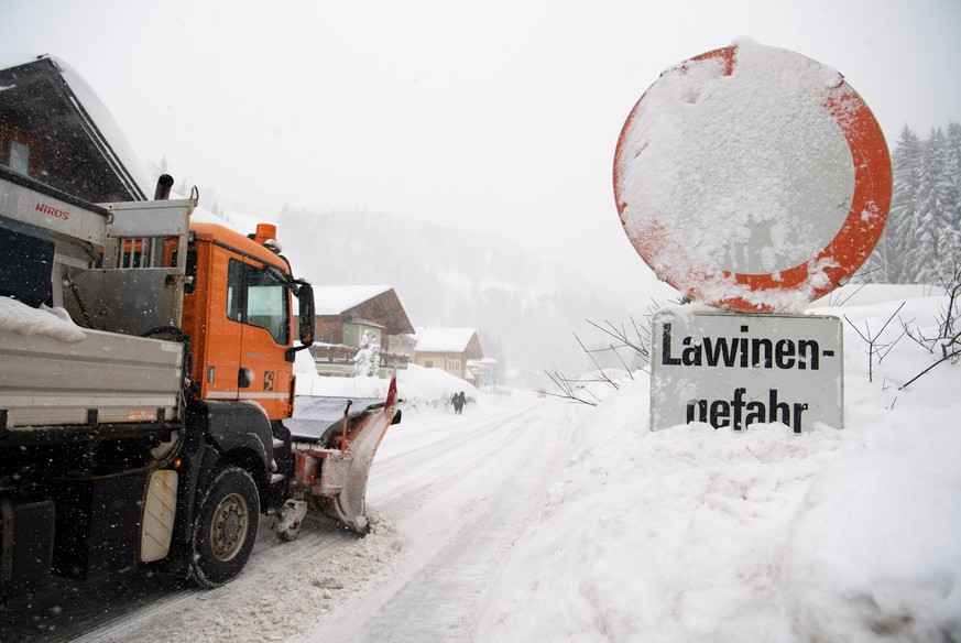 epa07269594 A snowploough passes a sign saying 'Avalanche Danger' on a road in Filzmoos, Austria, 08 January 2019. Media reports state that many regions in Austria, Germany, Switzerland and northern Italy have been affected by heavy snowfalls in the last days. About 12,000 tourists have been cut off in Austrian ski area due to weather conditions and avalanche risk. Meteorologists predict more significant snowalls in upcoming days in Germany, Austria and Switzerland.  EPA/CHRISTIAN BRUNA