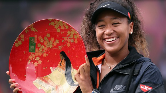 epa07860423 Naomi Osaka of Japan shows off the winner's plate after winning the women's singles final over Anastasia Pavlyuchenkova of Russia in the Pan Pacific Open tennis tournament in Osaka, western Japan, 22 September 2019.  EPA/JIJI JAPAN OUT EDITORIAL USE ONLY/  NO ARCHIVES