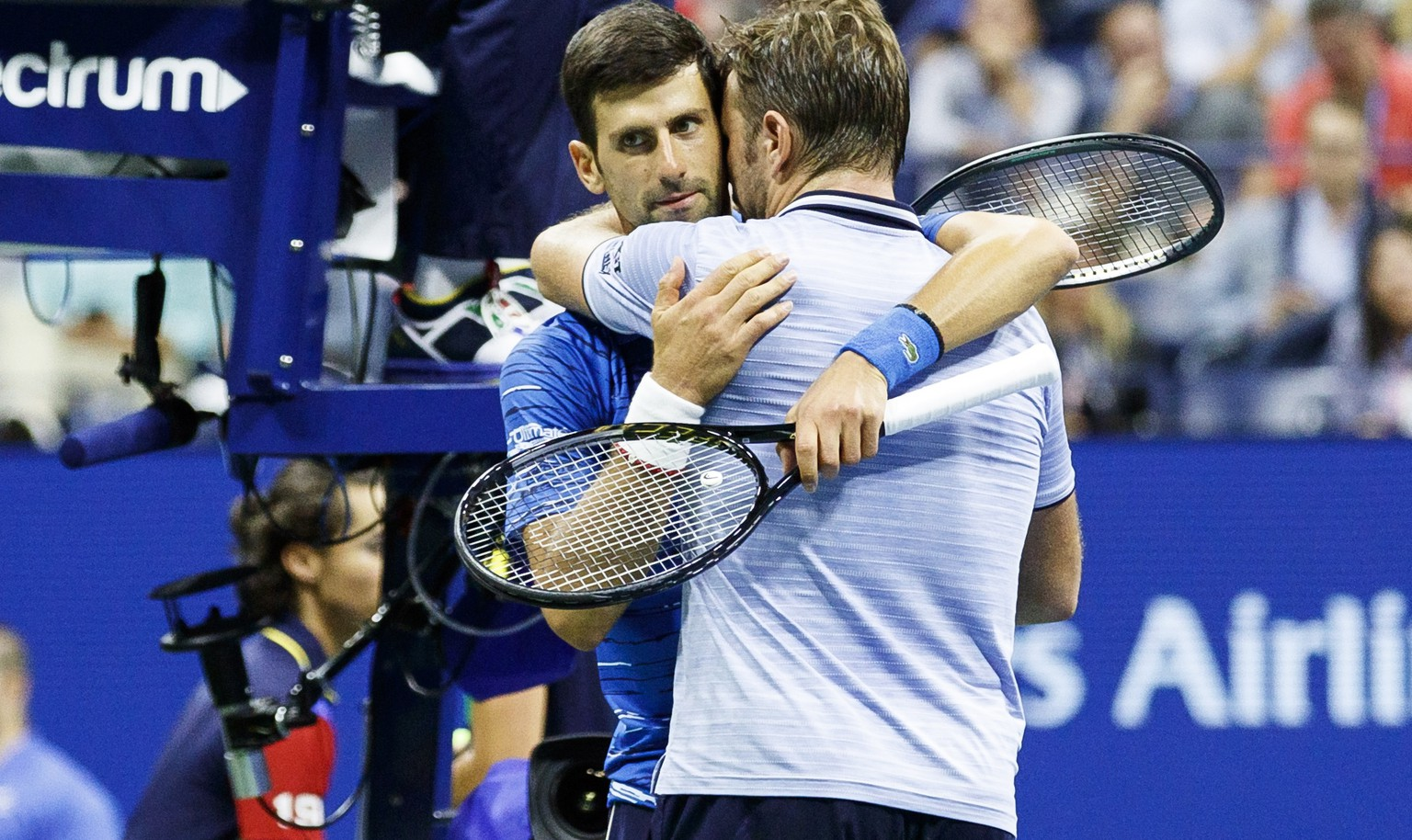epa07811916 Novak Djokovic (L) of Serbia embraces Stan Wawrinka (R) of Switzerland after Djokovic retired in the third set during a match on the seventh day of the US Open Tennis Championships the USTA National Tennis Center in Flushing Meadows, New York, USA, 01 September 2019. The US Open runs from 26 August through to 08 September 2019.  EPA/JUSTIN LANE
