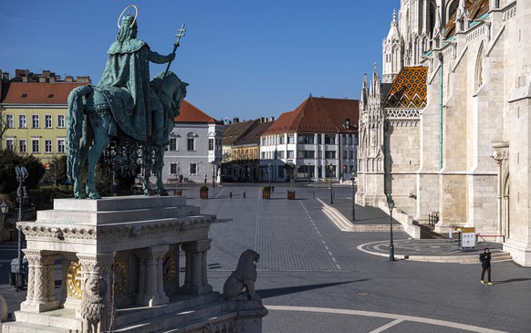 epa08297270 There are no tourists in Trinity Square in the Buda Castle due to the restrictions implemented by the government of Hungary to prevent the spread of the new coronavirus in Budapest, Hungary 16 March 2020. In the middle the statue of Saint Stephen is seen. The number of people in Hungary testing positive for the new coronavirus has increased to 39, and one person has died.  EPA/ZSOLT SZIGETVARY HUNGARY OUT