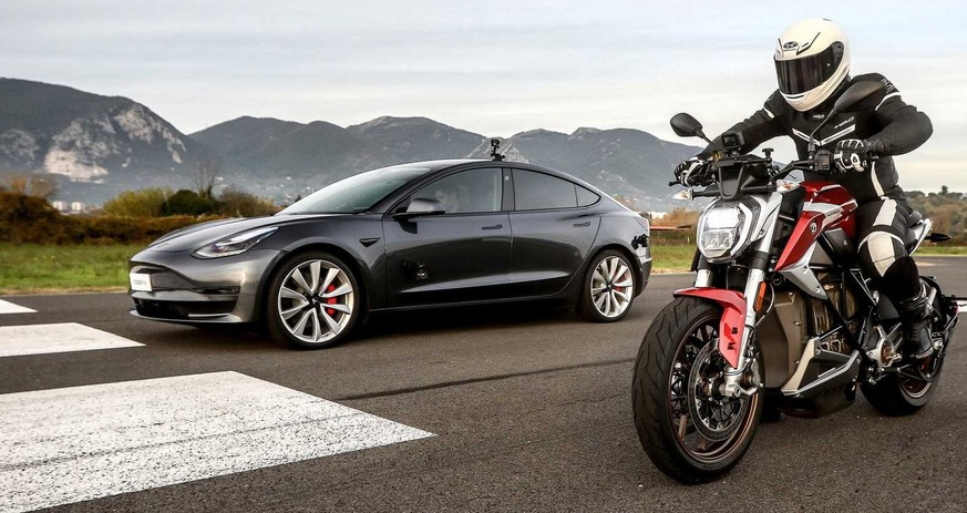 Tesla gegen Zero-Motorrad: Elektro-Duell lässt «Verbrenner» alt aussehen