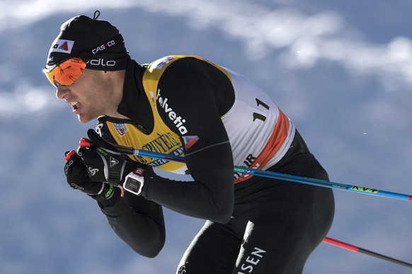 epa05694220 Dario Cologna of Switzerland in action during the Cross Country Skiing Men's 10 kilometer distance race at the FIS Tour de Ski in Tschierv, Val Muestair, Switzerland, 01 January 2017.  EPA/PETER SCHNEIDER