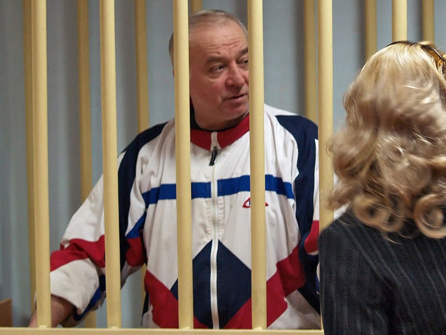 epa06584601 A photo dated 09 August 2006 shows Sergei Skripal talking from a defendants cage to his lawyer during a hearing at the Moscow District Military Court in Moscow, Russia (issued 06 March 2018). Sergei Skripal, a former Russian intelligence officer, who had been sentenced to 13 years in prison on charges of spying for the the United Kingdom and later in 2010 was exchanged in a spy swap, and a woman were found unconscious on a bench in Salisbury shopping mall in the UK.  EPA/YURY SENATOROV RUSSIA OUT / BEST QUALITY AVAILABLE