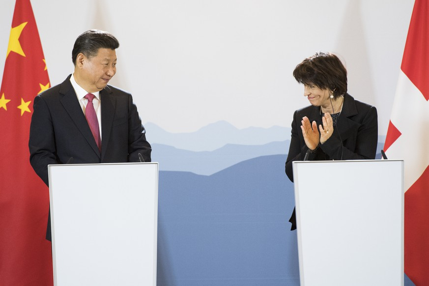 China's President Xi Jinping, left, and Swiss Federal President Doris Leuthard, right, speak during a Press Statements in the Hotel Bellevue Palace during a visit of China's President Xi Jinping for this two days state visit to Switzerland, in Bern, this Monday, 16. January 2017. (KEYSTONE/Anthony Anex)