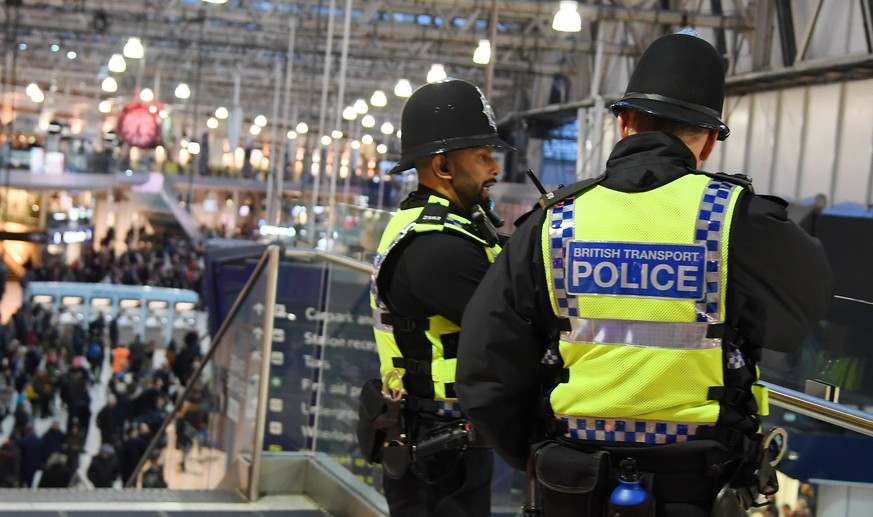 epa07415726 Police at Waterloo Station in London, Britain, 05 March 2019. According to news reports explosive devices have been found by police at three different locations across London.  EPA/ANDY RAIN