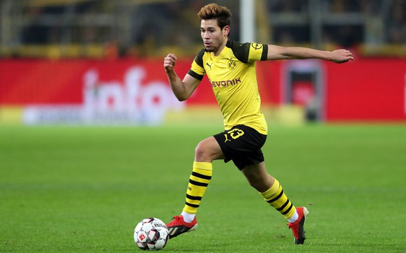 epa07234099 Dortmund's Raphael Guerreiro in action during the German Bundesliga soccer match between Borussia Dortmund and Werder Bremen in Dortmund, Germany, 15 December 2018.  EPA/FRIEDEMANN VOGEL CONDITIONS - ATTENTION:  The DFL regulations prohibit any use of photographs as image sequences and/or quasi-video.