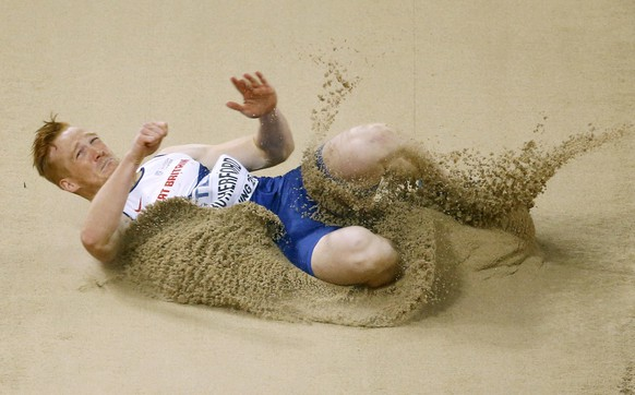 Greg Rutherford of Britain competes in the men's long jump final during the 15th IAAF World Championships at the National Stadium in Beijing, China August 25, 2015.                   REUTERS/Damir Sagolj