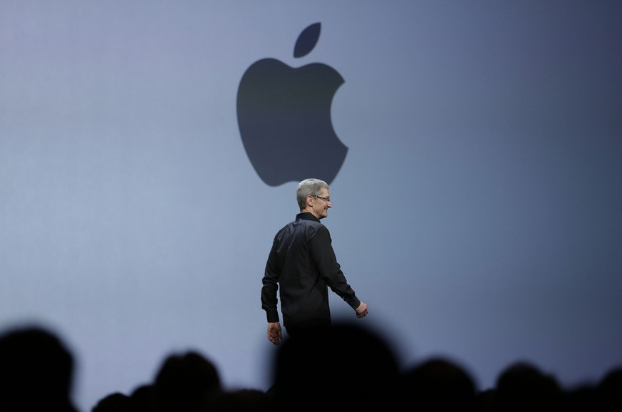Apple CEO Tim Cook walks on stage to deliver the keynote address of the Apple Worldwide Developers Conference, Monday, June 10, 2013, in San Francisco. (AP Photo/Eric Risberg)