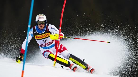 epa07376716 Ramon Zenhaeusern of Switzerland crlears a gate during the first run of the Men's Slalom race at the 2019 FIS Alpine Skiing World Championships in Are, Sweden, 17 February 2019.  EPA/JEAN-CHRISTOPHE BOTT