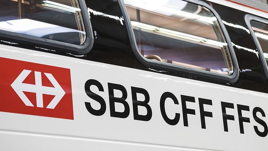 Junger Mann greift zwischen Genf und Freiburg zwei Zugpassagiere an und verletzt sie